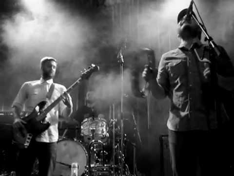 The Bees - LISTENING MAN (Live in Utrecht, Holland, 08-04-2011)