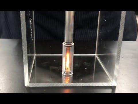 空気を圧縮すると発火!圧気発火器の台を製作 - YouTube