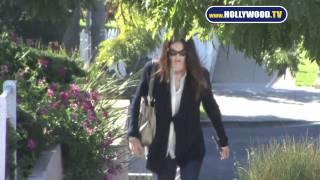 Jennifer Gardner Looks Great Walking in Venice Beach