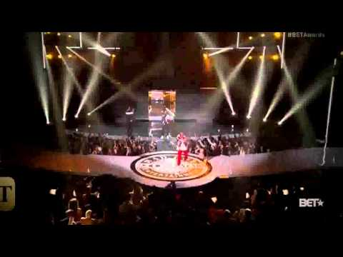 Diddy Falls on Stage While Performing at 2015 BET Awards