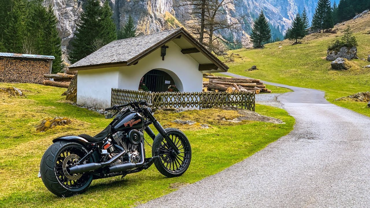 Harley-Davidson Breakout First Rideout 2020 - YouTube
