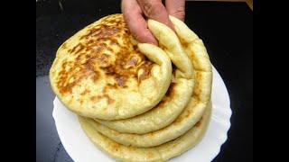 Если лепешки то только такие Нежные вкусные турецкие лепешки на сковороде Пекарь готовит