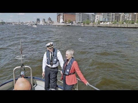 HMC and the port - A double interview on the Elbe.