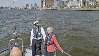 HMC and the port - A double interview on the Elbe. thumbnail