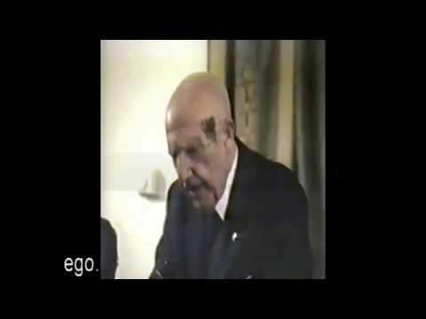 Antonio Fraguas Fraguas, no discurso da recepción da biblioteca do ilustre Xesús Taboada Chivite no Museo do Pobo Galego, en 1992. Feliz Día das Letras Galegas!!!