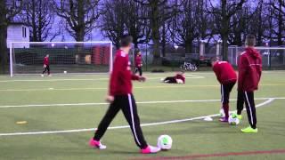 Technik - Torabschluss - mit dem Innenseitstoss - Stürmertraining U14/U15 FC Basel