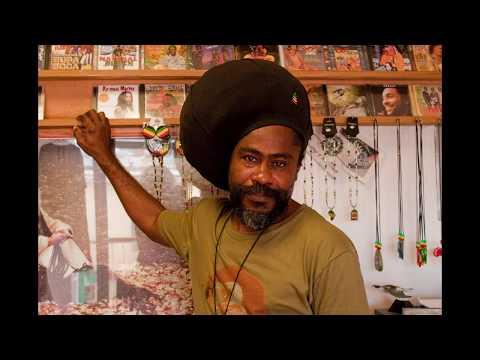 Antigua : Land of Sea and Sun
