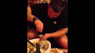 Как я открываю и ем устрицу(, 2012-03-10T19:47:40.000Z)