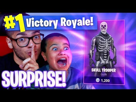 SURPRISING MY 9 YEAR OLD BROTHER WITH *RARE* SKULL TROOPER SKIN! *HE FREAKED OUT* FORTNITE SOLO!