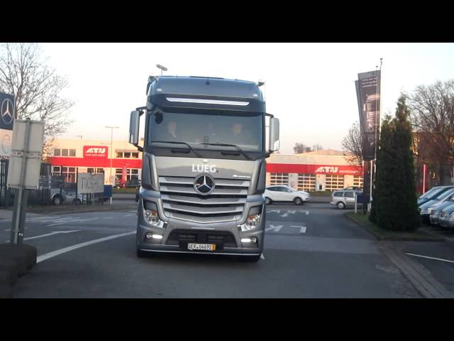 Acceleration - Scania R730 Black Amber Tuning  VS Actros MP4