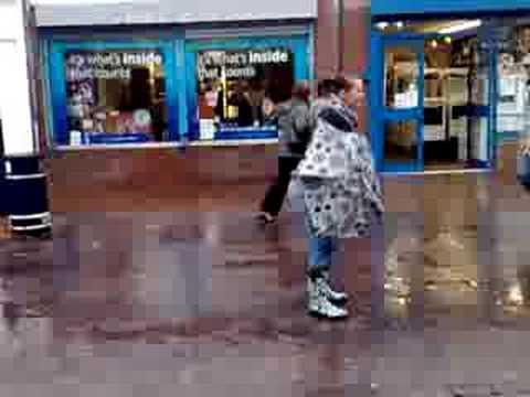 retard dancin in the rain....on bilston high street