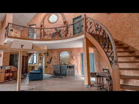 Abandoned Home Filled With Strange Things (strangest house I've ever explored)