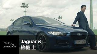 2015年4月27日、バルセロナオープン優勝直後に撮影されたJAGUAR XEと錦...