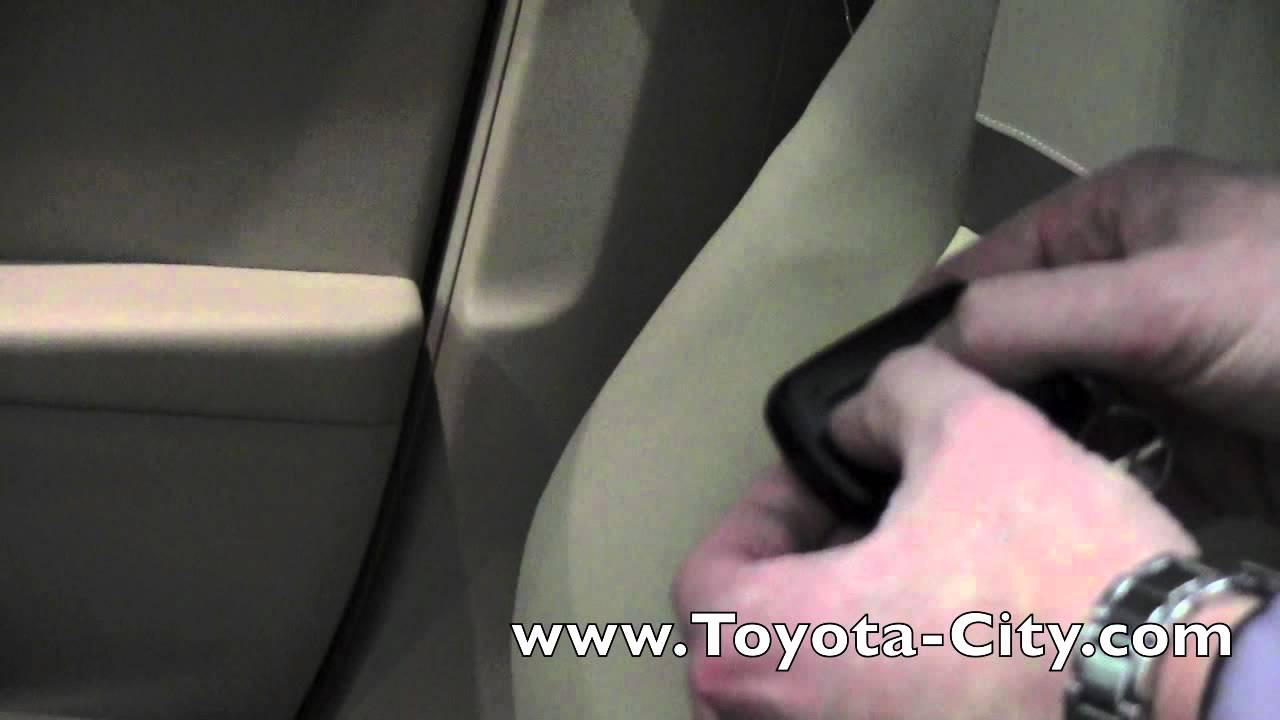 Toyota Camry: When the door cannot be locked by the lock sensor