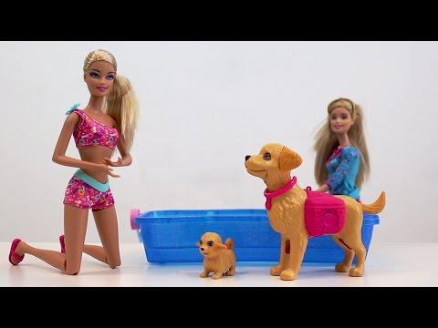 Barbie, sus perritos nadadores y su perro Popo. SUPERDivertilandia con Andrea