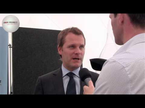 Die Ausstellungseröffnung mit Bundesgesundheitsminister Daniel Bahr, Interview