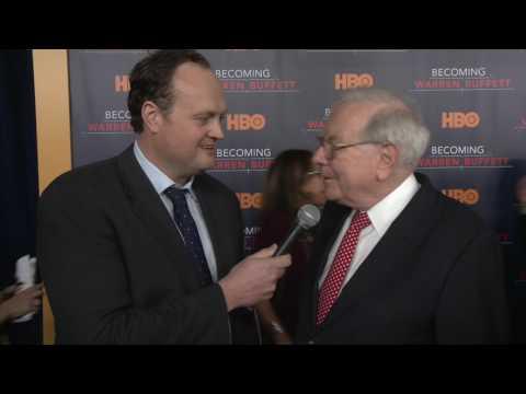 Warren Buffett storms New York to talk Becoming Warren Buffett