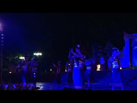ประเพณีแห่เทียนพรรษาอุบลฯ 2557 2ข  2014 Ubol Candle Festival 2b