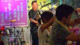 沖縄県宮古島にあります三線ライブのある居酒屋『島唄楽宴ぶんみゃあ』...