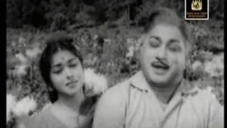 Saroja Devi & Sivaji Ganesan in Yennai Yaar - Palum Pazhamum
