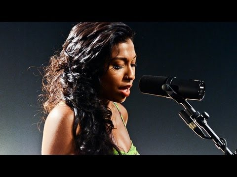 """Melanie Fiona - """"Wrong Side of a Love Song"""" LIVE (Studio Session)"""