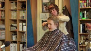 Trailer - Komt een klant bij de kapper