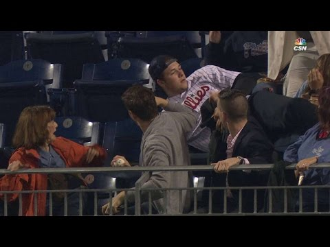 COL@PHI: Phillies fan lays out for amazing catch