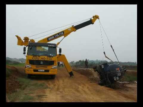 Cứu hộ xe 22 tấn trên đường Láng - Hòa Lạc