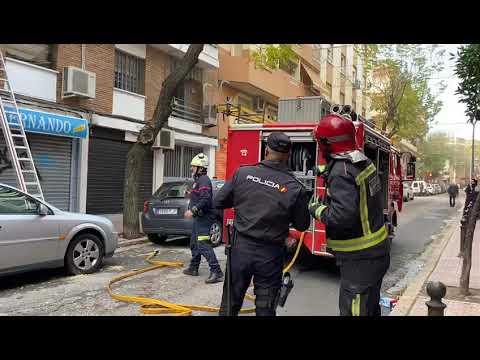 Actuación de los bomberos en la calle La Higuera de Córdoba