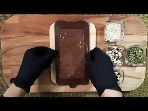 Молочный шоколад с кунжутом и орехами