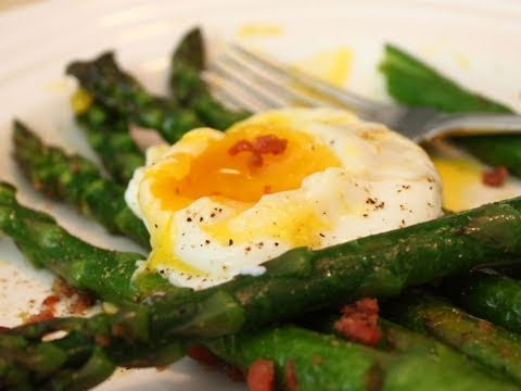 Poached Egg and Asparagus Salad
