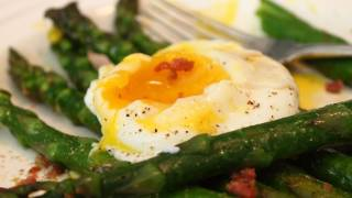 Asparagus With Prosciutto And Egg - Roasted Asparagus With Prosciutto Bits And Poached Egg