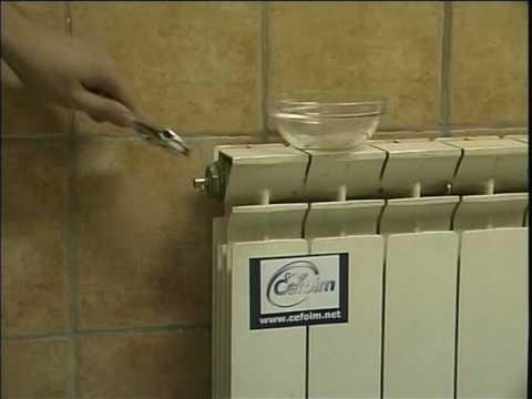 Bricolage c mo purgar un radiador youtube for Como purgar radiadores de calefaccion