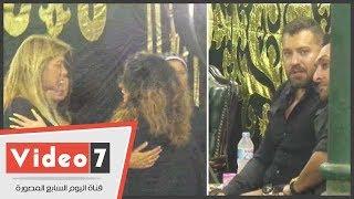 عمرو يوسف ودنيا عبد العزيز وأحمد صفوت فى عزاء والد ريم مصطفى بعمر مكرم