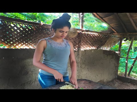 Sri Lankan  Lunch With Spicy  Fish Curry/special Omlete/srilankan Village Girl.