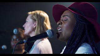 Chant « WALK IN LOVE - Marche dans l'amour » (Dena Mwana et Gwen Dressaire)