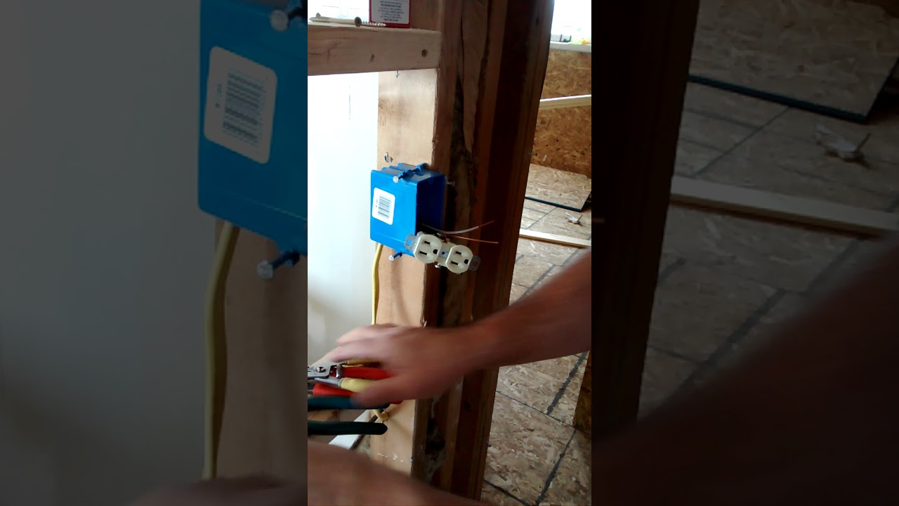 How to wire a outlet replacing the split circuit Link that was ...
