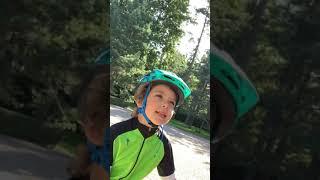 Смотреть Максим Галкин устроил с 5-летним сыном велогонки в Юрмале онлайн