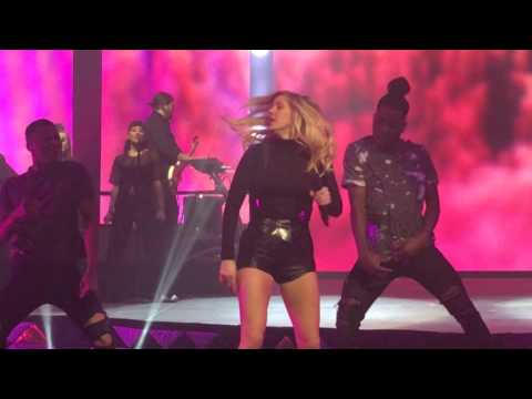 Ellie Goulding - Something In The Way You Move - 2016-05-05 - Saint Paul, Minnesota