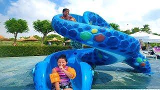 Öykü and Masal played hide and seek in the pool - fun aquapark