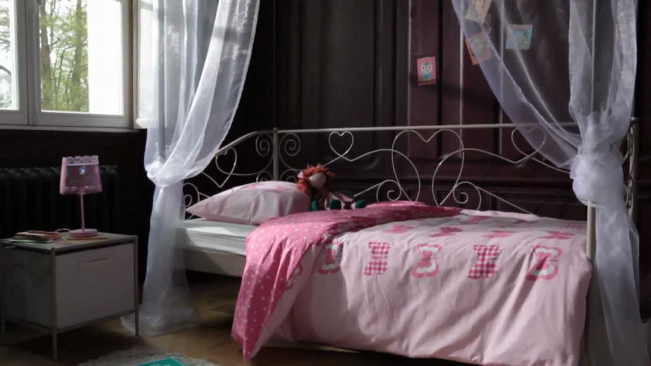 Chambre enfant style charme banquette lit catalogue but 2012 2013 youtube - Lit baldaquin 180x200 ...