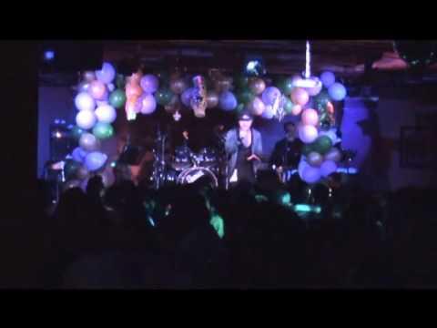 "Ung Hoang Phuc ""Buon"" @ V3 Club, Virginia - 1/22/11"