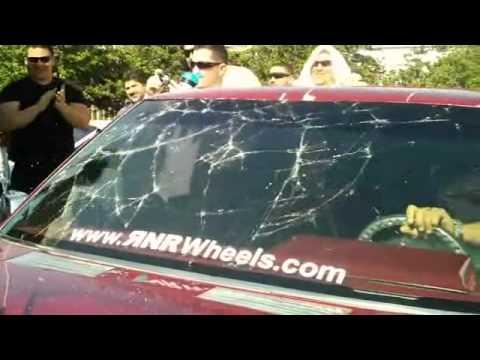 Pipo Sanchez rompe su parabrisas con fuertes bajos Videos De Viajes