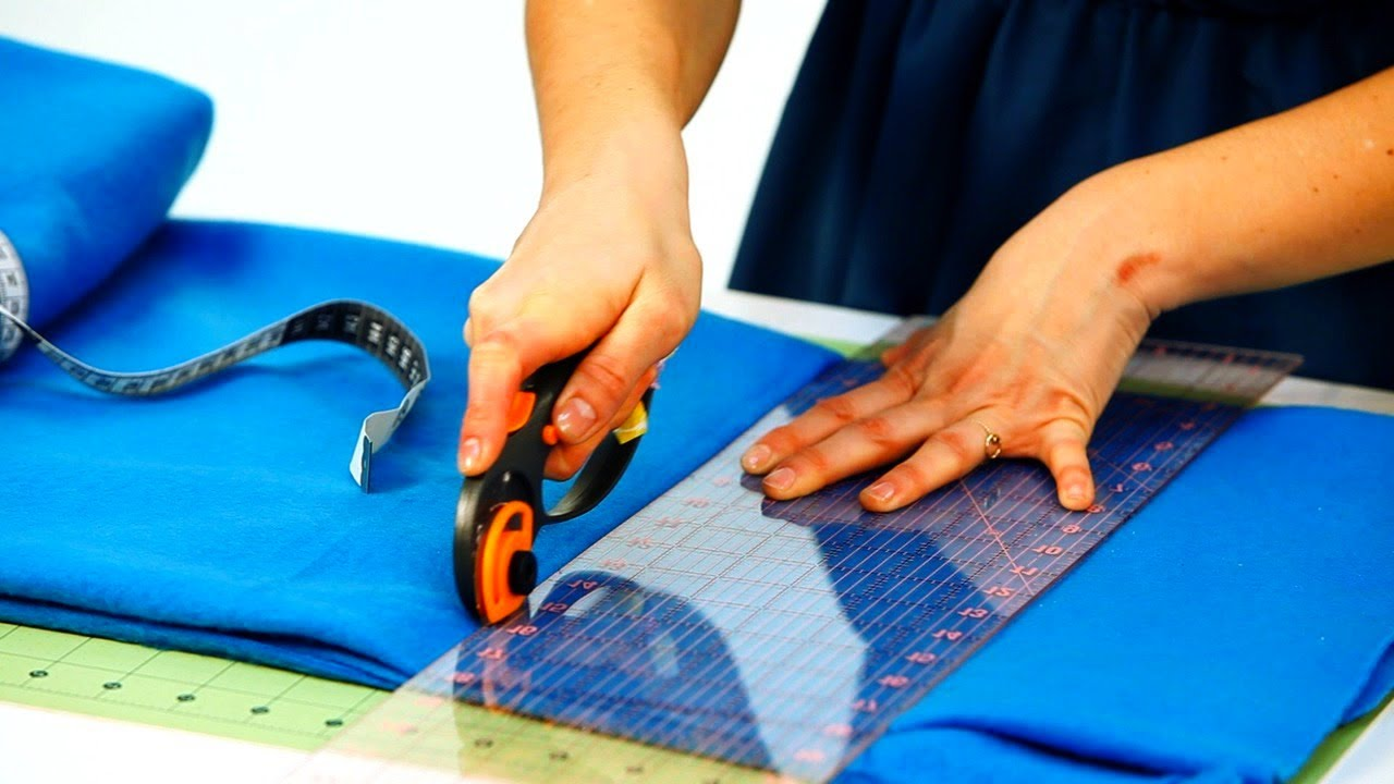 How To Cut Fabric For Fleece Blanket No Sew Crafts Youtube