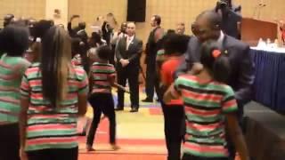 President Uhuru Dances with Kenyan American Kids in Washington, DC