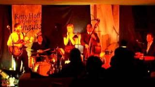 Kitty Hoff & Forêt-Noire in der re:launch (Toc-Toc-Toc)