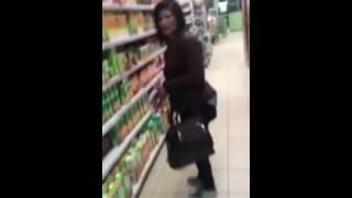 Поймали воровку в магазине , пятёрочка