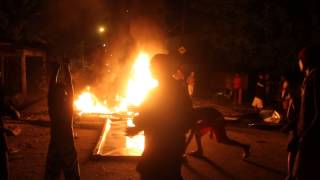 Moradores de Santa Cruz fazem protesto por falta de luz no Bairro.