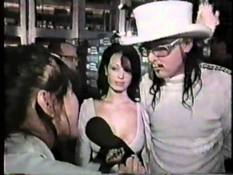 Korn - August 9th 1999 - MTV VMA Interview with Jonathan