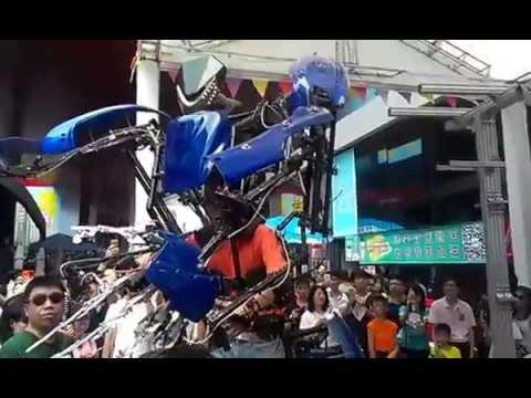 Экзоскелет SKELETONICS / 2015 Shenzhen Maker Faire